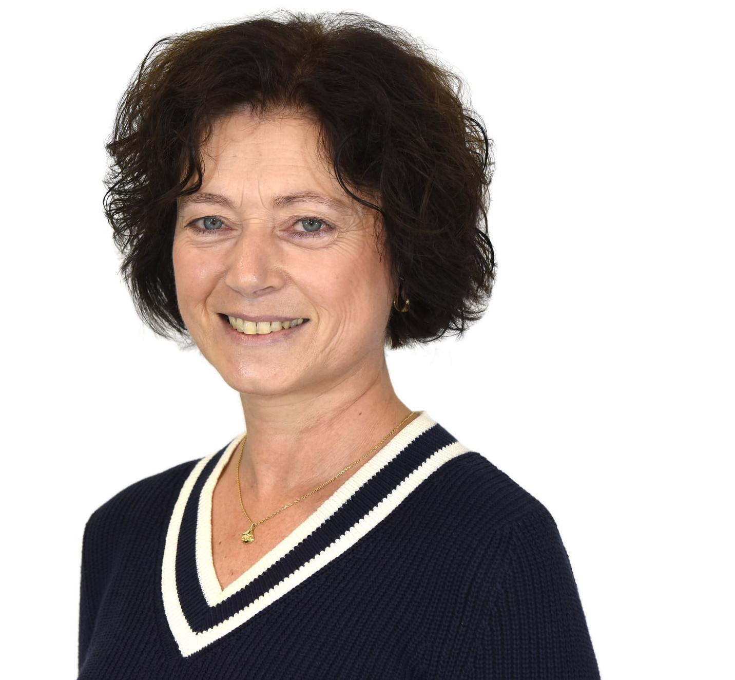 Frau Stefanie Hölldorfer